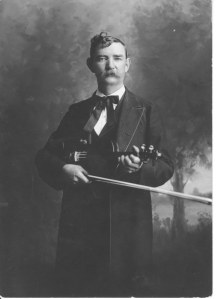 Bob Hargrave with fiddle 1914